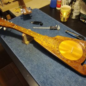Réglage et réparations ukulélé tahitien - luthier Mélopée (Toulouse)